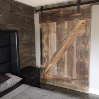 large-brown-barnwood-z-pattern-barndoor-closed